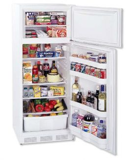 Enlarge Summit CP133 White 9.5 cf Cycle Defrost Refrigerator-Freezer